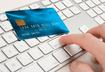 Aussies spending lavishly online, as overseas retailers draw ahead