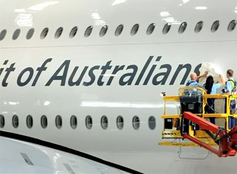 Qantas becomes Spirit of Australia<i>ns</i>, prints customers' names on plane