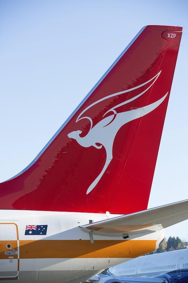 Qantas winged kangaroo tail fin logo 1947 2014 600w