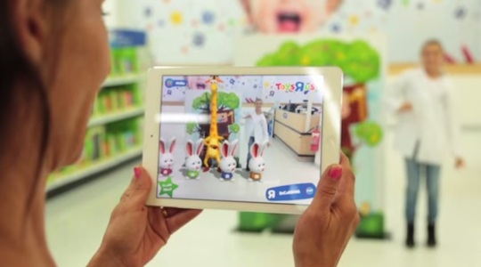 Toys R Us engages kids with virtual reality in-store Easter egg hunt