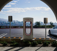 Australians warming up to electric cars, but few willing to flick the switch
