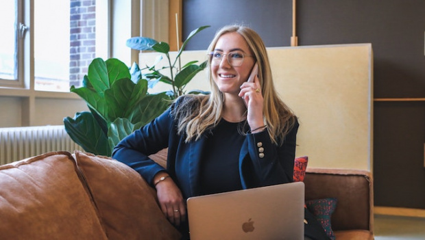Study finds Australian female millennials turn to 'Finfluencers' for financial freedom